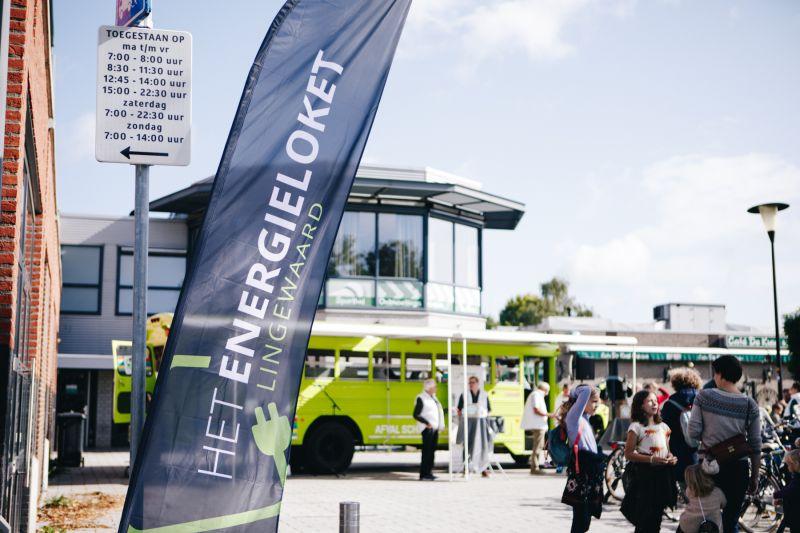 Energieambassadeurs & adviseurs bij de Energiebus in Huissen. Foto Studio Masha Bakker