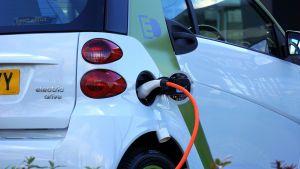 Elektrisch rijden wordt steeds goedkoper